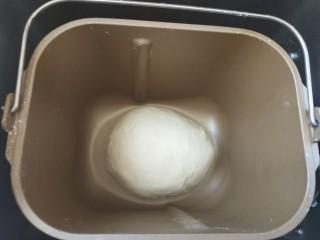 栗子魔方,滚圆进行基础发酵。大概30到40分钟。