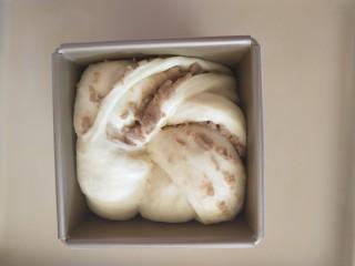 栗子魔方,发酵到模具8分满。