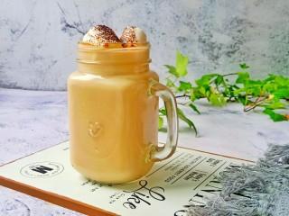 棉花糖奶咖,悠闲的午后,为自己冲泡一杯棉花糖奶咖吧!奶香浓郁,慢慢品尝咖啡原始的香味扑鼻而来。