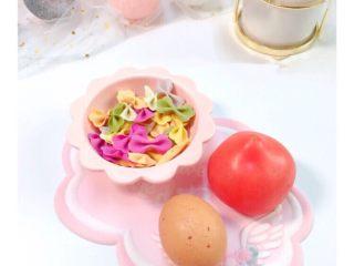 番茄鸡蛋蝴蝶面,准备好材料