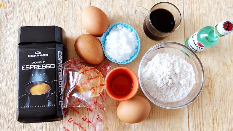 咖啡小蛋糕,准备好所有食材备用,<a style='color:red;display:inline-block;' href='/shicai/ 919'>柠檬汁</a>可以换成白醋,朗姆酒也可以不放。