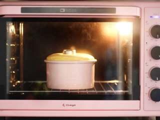 柠檬戚风蛋糕 ,160度烤45分钟