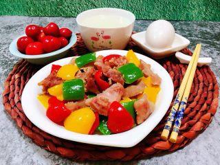 彩椒炒牛肚头,搭配米粥、鹅蛋、樱桃就更佳有食欲了