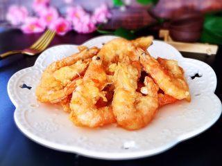 香酥虾,装盘食用