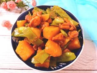 扁豆土豆炖鸡肉,成品图