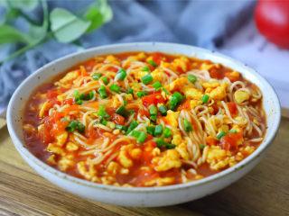番茄鸡蛋拌面,汤汁浓稠,每根面条都裹上甜美的西红柿鸡蛋汁。
