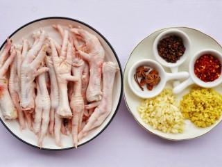 史上最简单的懒人电饭煲鸡爪,🍒准备食材🍒 鸡爪800g,干辣椒1勺,蒜末适量,姜末适量,八角2个,花椒1勺,十三香1勺,生抽2勺,老抽1勺,盐1勺,料酒1勺。