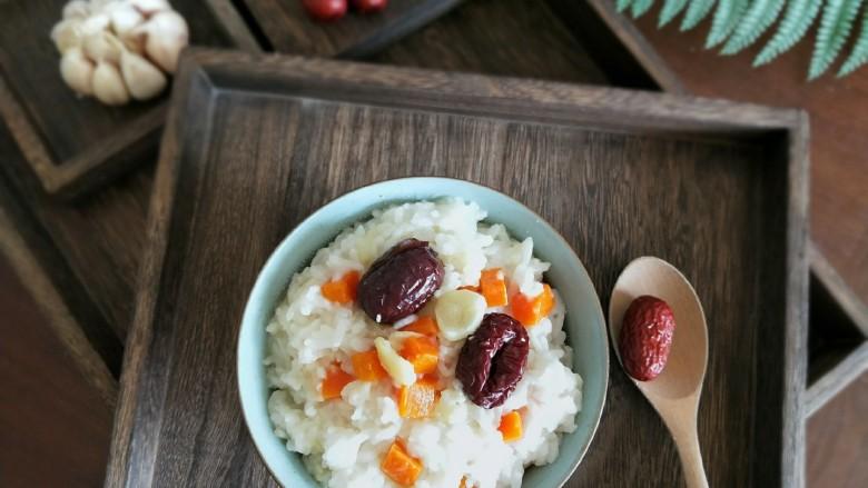 红枣蒜头焖饭,成品图