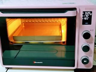 蜜豆喜饼~香甜松软,烤箱上管170度,下管165度烤18-20分钟。(注意观察上色情况)