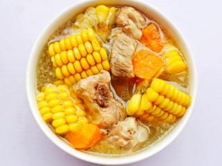 【宝宝辅食】胡萝卜玉米排骨汤,健康营养补钙。