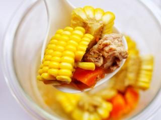 【宝宝辅食】胡萝卜玉米排骨汤,好喝。