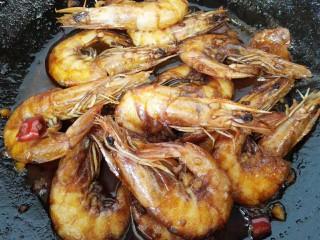 红烧对虾,改小火慢炖致入味上色即可出锅