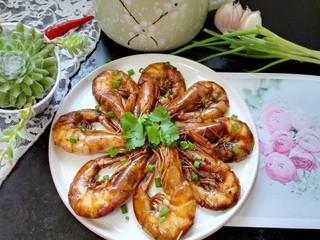 红烧对虾,拍上成品图,一盘美味又营养的红烧对虾就完成了。