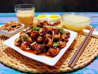 香辣花螺,搭配米粥、鹅蛋、酸奶、核桃仁都是营养食品哦