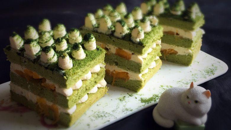 抹茶芒果裸蛋糕,切开就可以品尝了,这款蛋糕的确不错,抹茶味、芒果搭配,甜而不腻。
