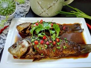 香辣鲫鱼,拍上成品图,一道美味的香辣鲫鱼就完成了。