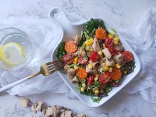 藜麦鸡胸沙拉,盛盘即可食用。低脂,饱腹,营养的减肥餐。