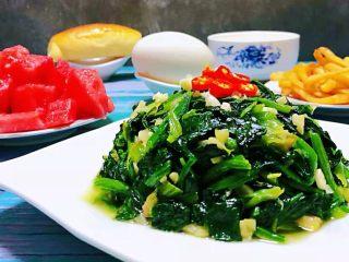蒜蓉菠菜,菠菜洗营养价值很丰富经常食用对身体有益处