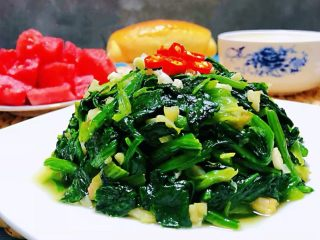 蒜蓉菠菜,再来一盘西瓜🍉就更加爽口啦