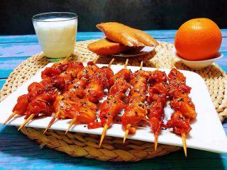 叉烧鸡腿串,搭配早餐面包、牛奶、橙子就是标配的完美早餐