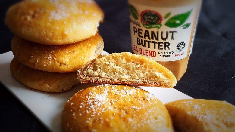 亚麻籽花生饼,掰开就可以品尝了。
