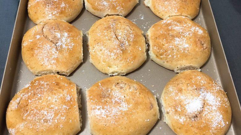 亚麻籽花生饼,烤完拿出冷却。