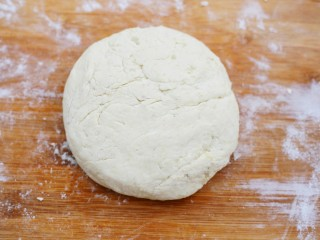 超可爱的笑脸土豆饼,揉成土豆面团。