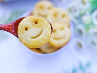 超可爱的笑脸土豆饼,超可爱。