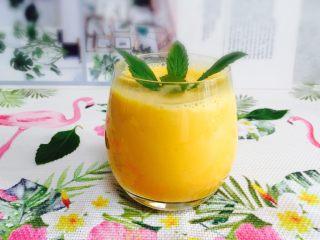 芒果奶昔+夏天的味道,果香浓郁的芒果奶昔😋
