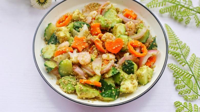 牛油果藜麦虾仁轻食沙拉,藜麦君的西藏藜麦吃上去Q弹,虾肉弹润,牛油果绵软,胡萝卜黄瓜清脆。