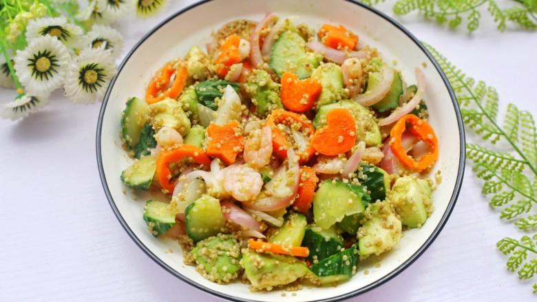 牛油果藜麦虾仁轻食沙拉,做法简单又省时。