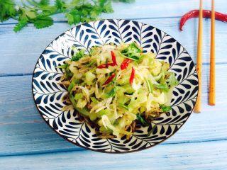 野生淡干虾皮拌卷心菜,成品图二