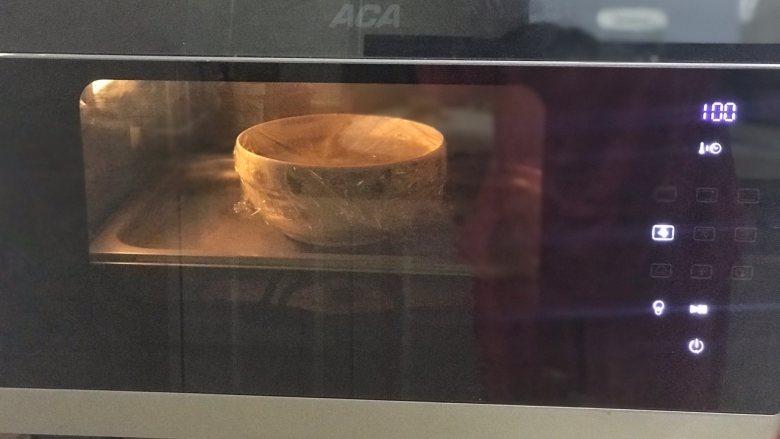 香肠鸡蛋羹,用烤箱纯蒸模式100度16分钟再焖5分钟。