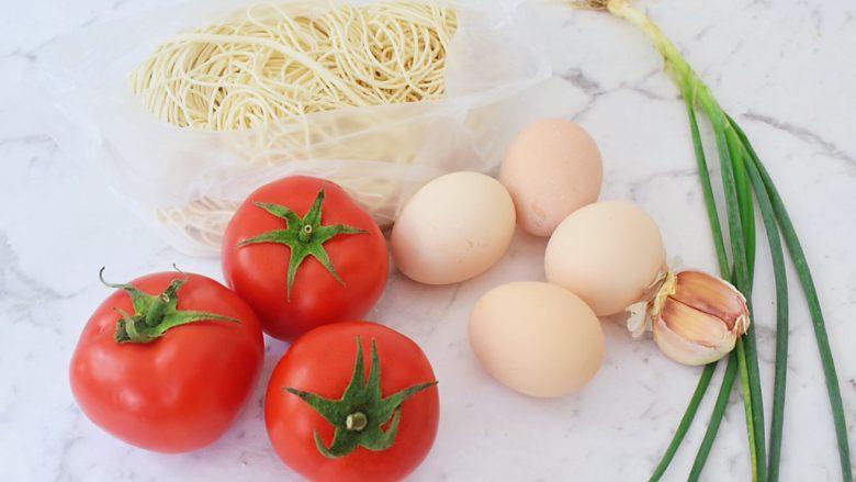 番茄鸡蛋拌面,准备好材料