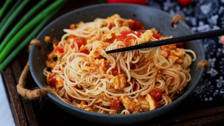 番茄鸡蛋拌面,成品图