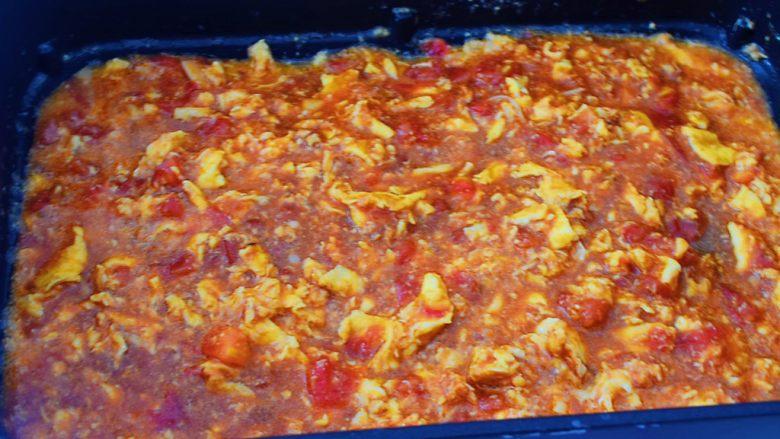 番茄鸡蛋拌面,等再次煮沸关火备用