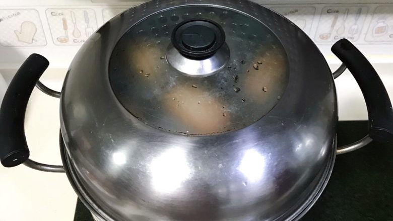 火龙果馒头,大火烧开后10分钟关火。