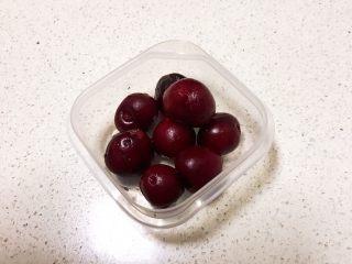 醪糟樱桃小圆子,所有的樱桃都把籽去掉