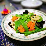 莲藕和荷兰豆一起炒,清爽又开胃,适合高考的孩子吃
