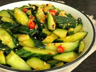 凉拌黄瓜,夏天的必备菜