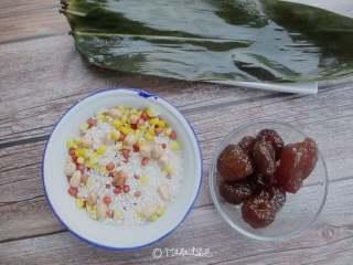 八宝蜜枣粽,准备好所有食材,里面可以放蜜枣,也可以放蜜饯山楂
