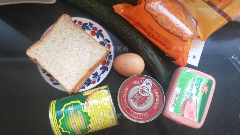 金枪鱼沙拉三明治,准备所需食材