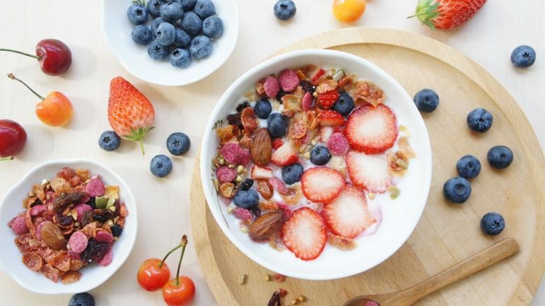 🍒缤纷元气早餐🍓~~酸奶蜂蜜鲜果麦片