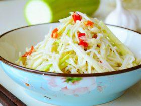 大热天来一碗金针菇炝拌葫芦丝,开胃又爽口