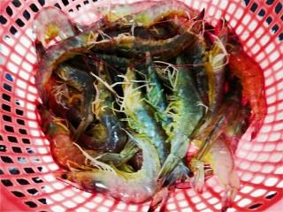 粉丝蒜泥虾,青虾洗干净
