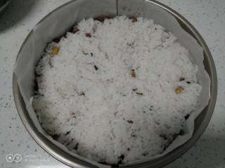 家庭版甑糕,再铺一层糯米饭。