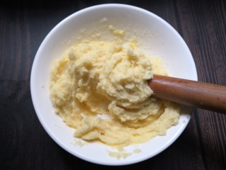 香烤土豆塔,用擀面杖搅拌均匀。