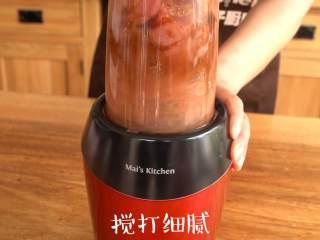 自制蜜汁猪肉脯,启动机器使猪瘦肉成肉泥