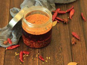 从陕西面馆里偷学的这罐辣椒油,做凉菜时放点,家人都夸好!