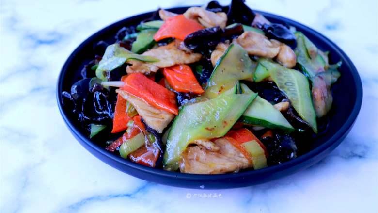木耳炒肉,这道菜味道清新,口味鲜美、营养丰富,制作也很简单